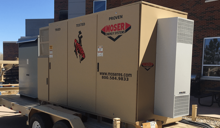 Mobile hybrid energy storage system that uses batteries and diesel